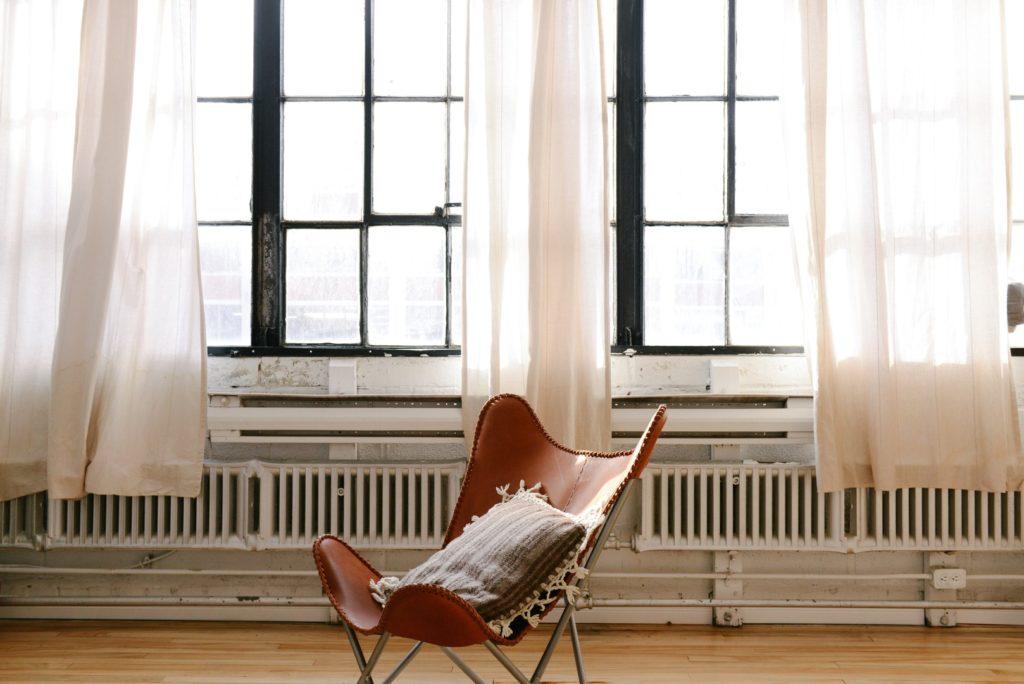 décorer chambre avec fauteuil en osier
